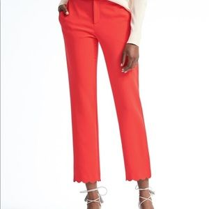 NWT. Avery Straight-Fit Scallop-Hem Ankle Pant Red